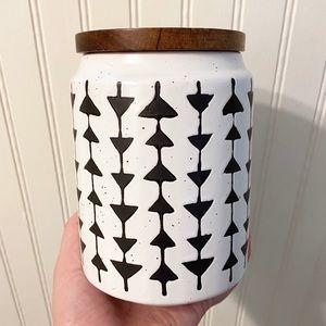 Farmhouse ceramic jar